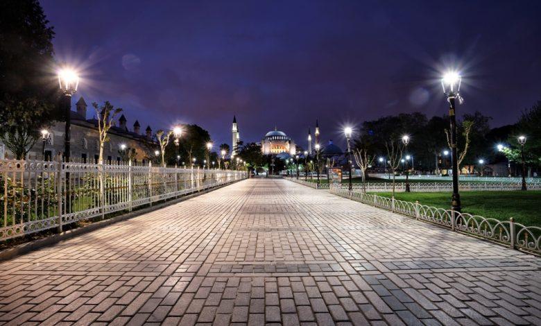Площад до джамия в Турция